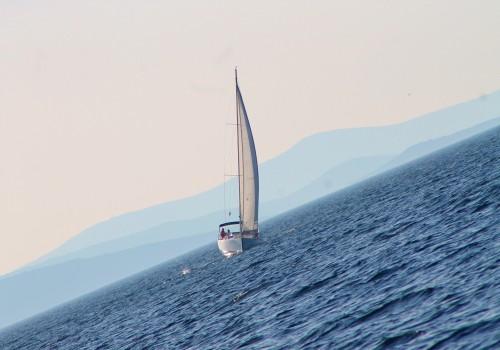 Vitorlás hajó, tengeri vitorlás tanfolyam