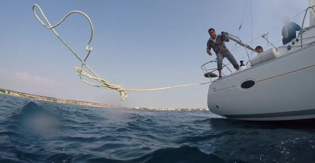 Ember a tengerben mentési gyakorlat a kadétiskolában